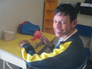 Braulio maakt zijn Aflatoun-pop
