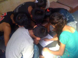 tieners-in-kindertehuizen-in-nepal